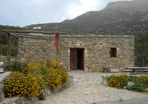 Crete walks: Agios Ioannis mountain retreat lodgings