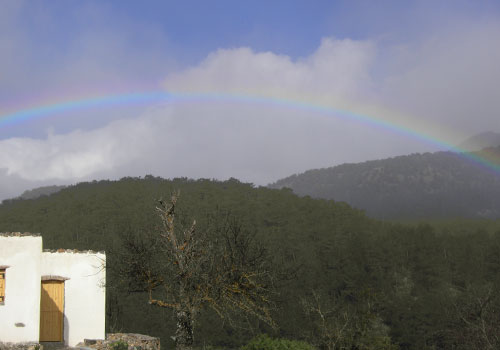Crete walks: Agios Ioannis with rainbow